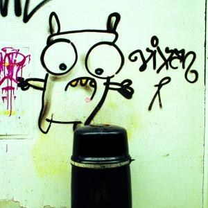 Monster über Mülleimer