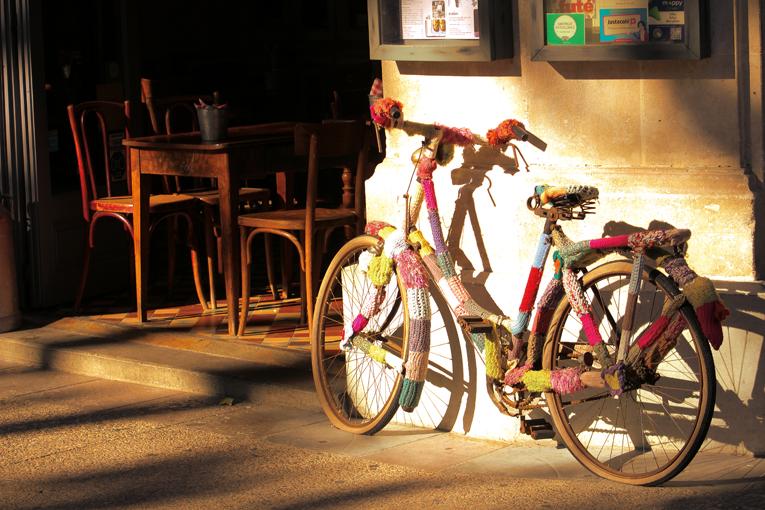 Behäckeltes Fahrrad